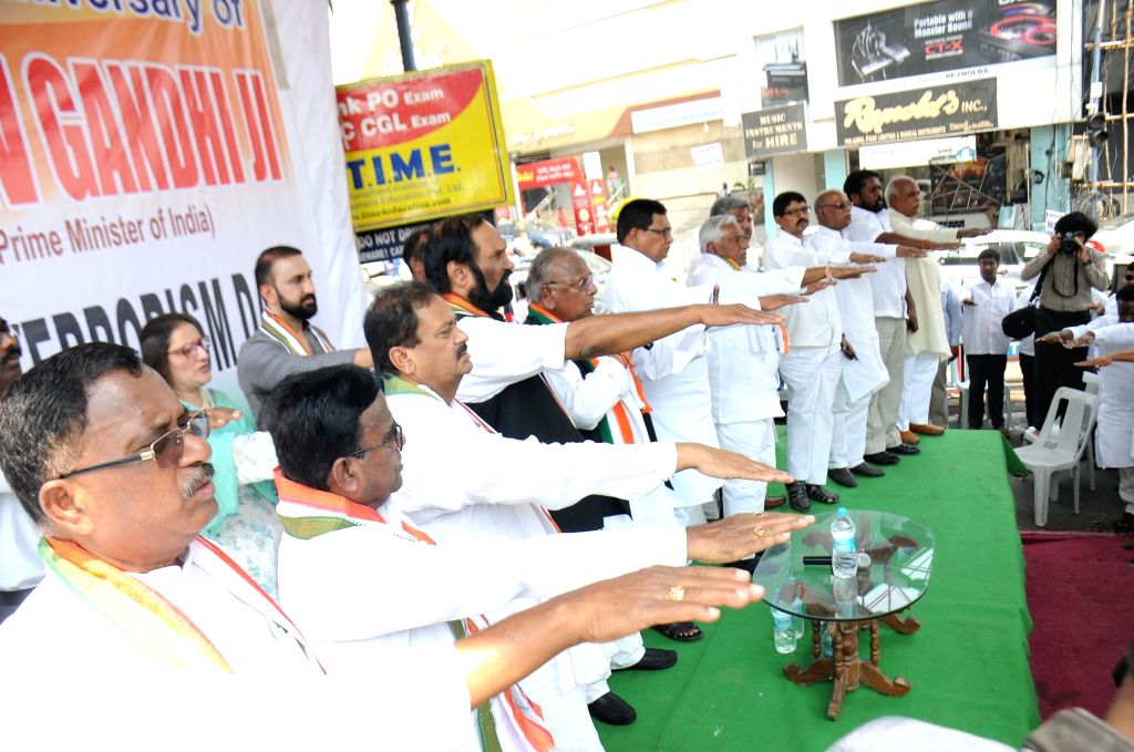 Telangana Congress President N. Uttam Kumar Reddy administers Anti-Terrorism Pledge to party's leaders during a programme organised on late Prime Minister Rajiv Gandhi's 28th death ... - Rajiv Gandh