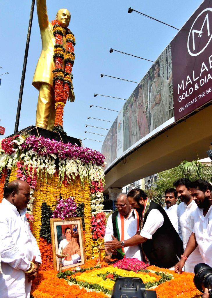 Telangana Congress President N. Uttam Kumar Reddy pays tributes to late Prime Minister Rajiv Gandhi on his 28th death anniversary, in Hyderabad on May 21, 2019. - Rajiv Gandhi