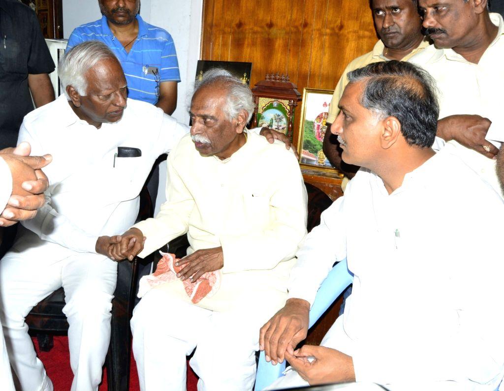Telangana Deputy Chief Minister K. Srihari and Telangana Rashtra Samithi (TRS) leader T. Harish Rao console Union Minister and BJP leader Bandaru Dattatreya after his son Bandaru Vaishnav, ... - K. Srihari and T. Harish Rao