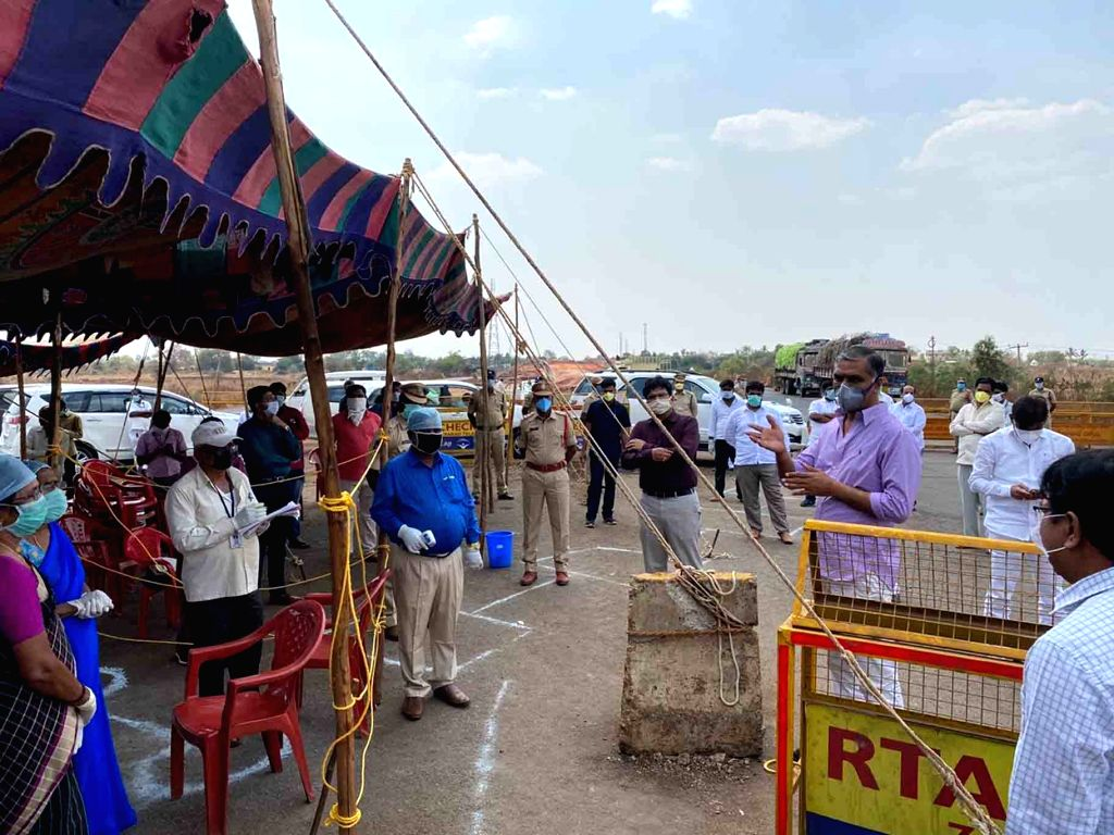 Telangana Finance Minister T. Harish Rao reviews the situation at Madgi Check Post on the Telangana and Karnataka border on Day 5 of the 21-day countrywide lockdown imposed to contain the ... - T. Harish Rao