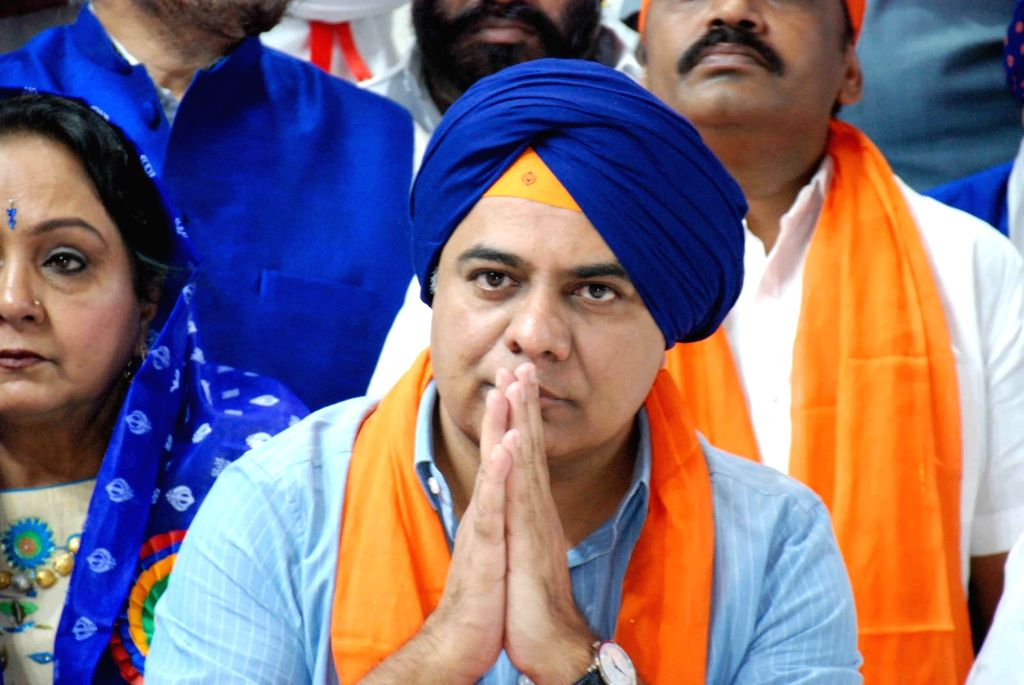 Telangana Minister K. T. Rama Rao offers prayers to Guru Nanak Dev during the 550th birth anniversary celebrations of the first Sikh Master, in Hyderabad on Nov 12, 2019. - K. T. Rama Rao and Nanak Dev