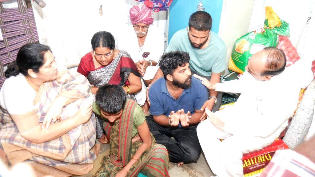 Telangana ministers call on family of rape-murder victim