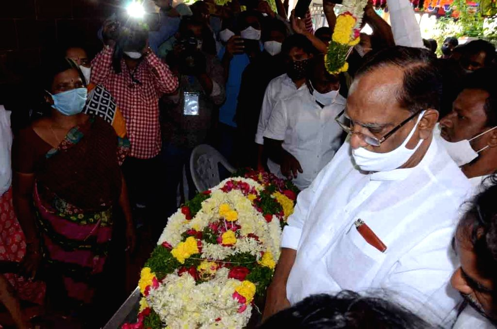 Telangana Ministers, TRS leaders and relatives paid tributes to TRS MLA Nomula Narasimhaiah of Nagarjuna Sagar assembly constituency who passed away in the wee hours of Dec 1, 2020. The ...