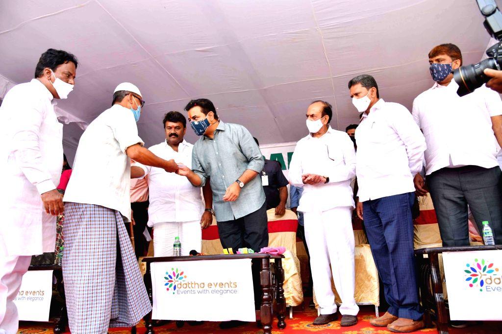 Telangana Municipal Administration and Urban Development Minister KT Rama Rao inaugurated & handed over 1,152 2BHK flats to beneficiaries at Ziaguda, Ghode-ki-Khabar and Katella Mandi, ... - K and Rao