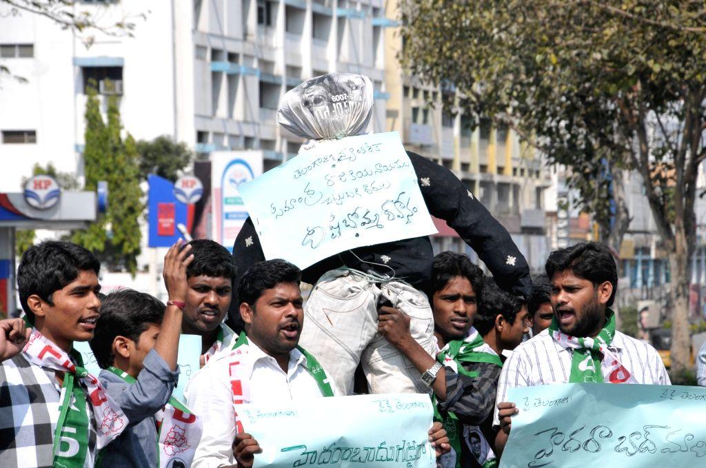 Telangana Rashtiya Vidhyarthi Dal set fire effegy of Seemandhra at Basheer Bagh in Hyderabad.