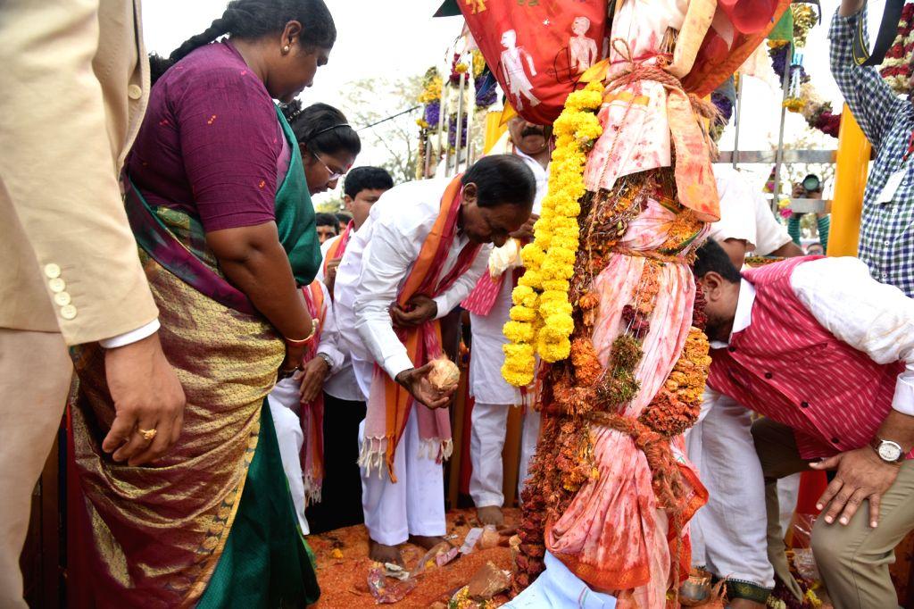 Telangna Chief Minister K Chandersheker Rao offered prayers at Sammakka Saralamma Jatara at Medaram, Mulugu District, in Telangana on Feb 7, 2020. - K Chandersheker Rao