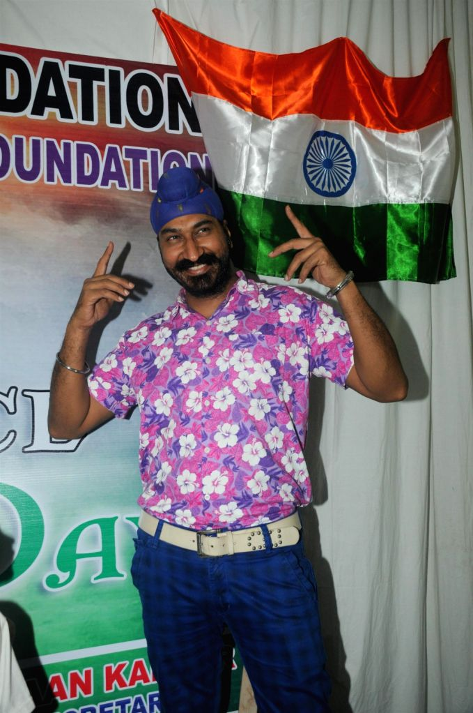 Television actor Gurcharan Singh during a cause to organzie lunch for orphans children on the occasion of Independence Day in Mumbai on August 15, 2013. (Photo::: IANS) - Gurcharan Singh