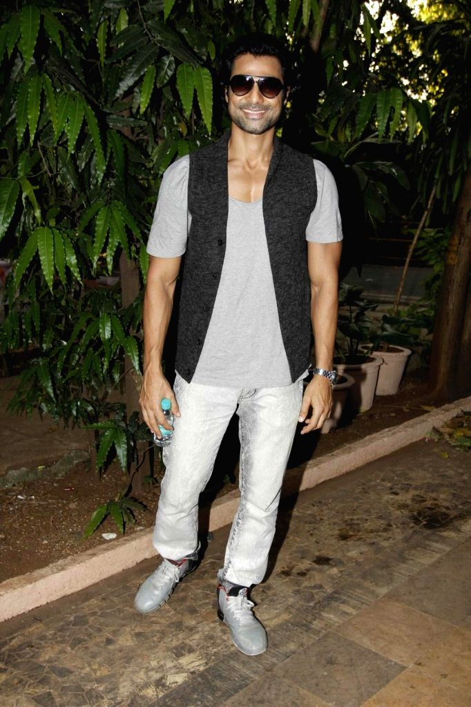 Television actor Hanif Hilal during during the launch of Nisha Rawal's song, Choti si Asha, to raise funds for under privileged children in Mumbai, on Nov 13, 2015. - Hanif Hilal