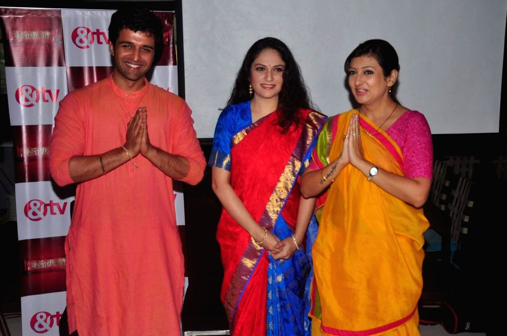 Television actor Sachin Shroff, Bollywood actor Gracy Singh and Juhi Parmar during the media interaction for & TV upcoming show Santoshi Maa in Mumbai on November 25, 2015. - Sachin Shroff and Gracy Singh