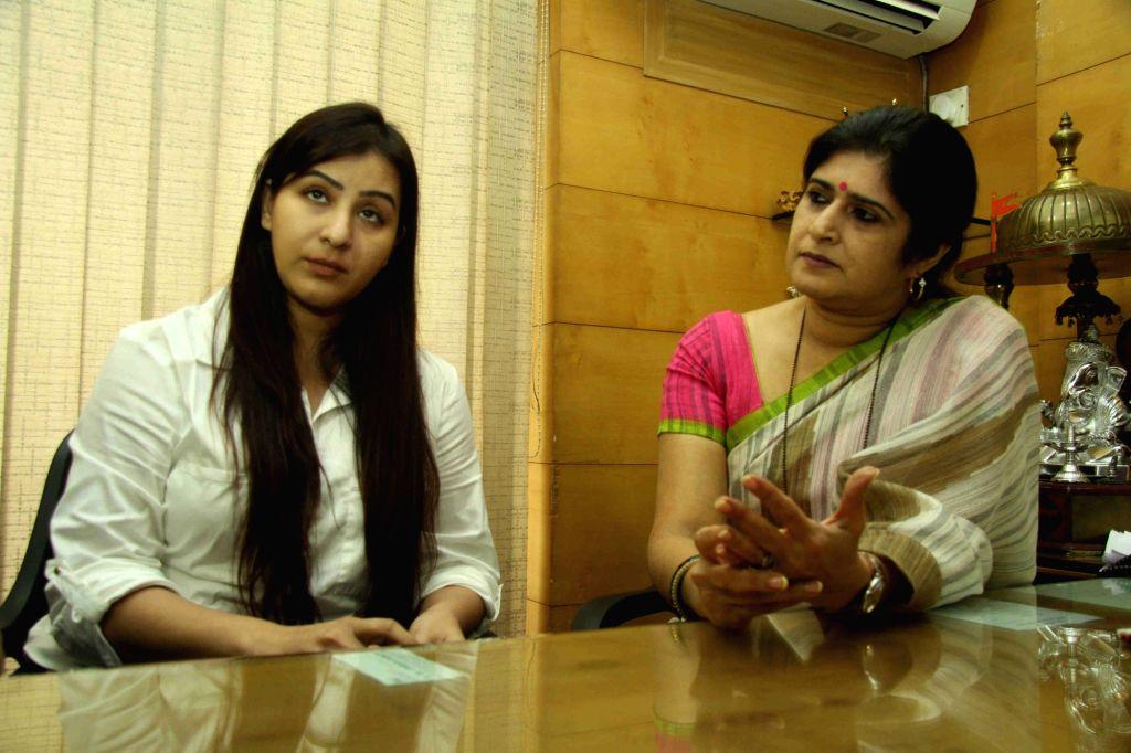 Television actor Shilpa Shinde along with Maharashtra Navnirman Sena (MNS) leader Shalini Thackeray during a press conference in Mumbai, on April 21, 2016. Shilpa Shinde filed a police ... - Shilpa Shinde and Benaifer Kohli