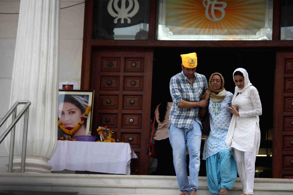 Television actor Vikas Gupta, Pratyusha Banerjee`s mother and Kamya Punjabi arrive for the prayer meeting for television actor Pratyusha Banerjee in Mumbai on April 5, 2016. - Vikas Gupta and Pratyusha Banerjee