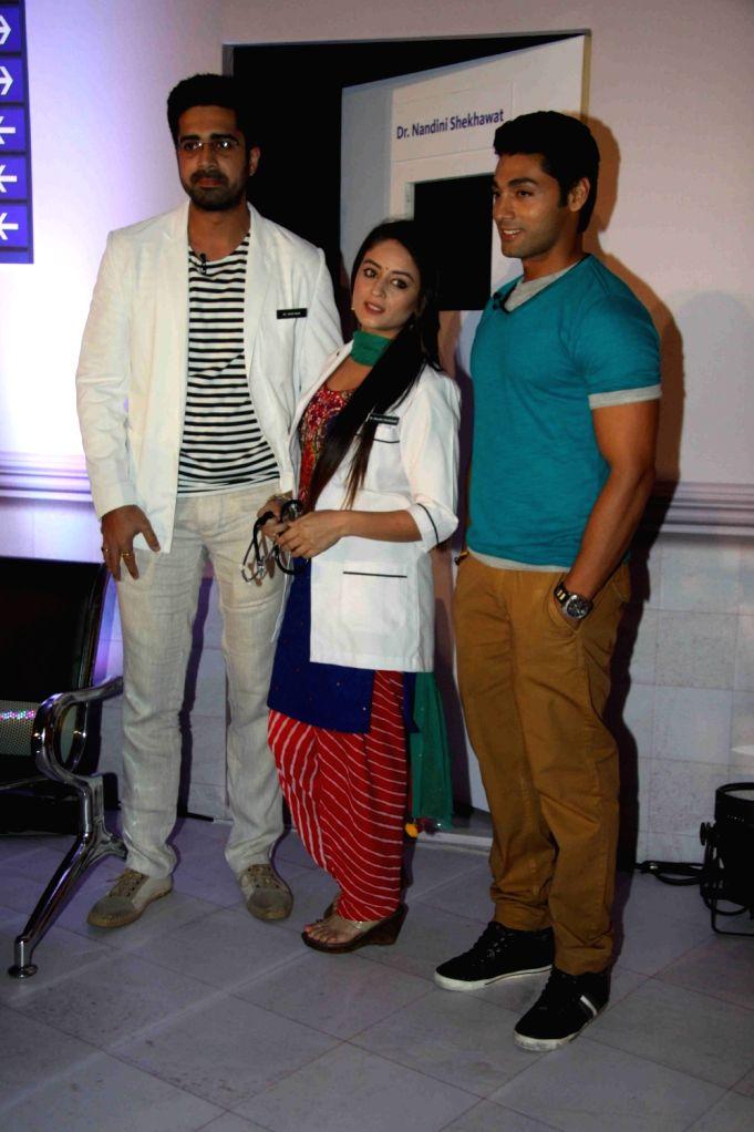 Television actors Avinash Sachdev, Mahhi Vij and Ruslaan Mumtaz during the press conference of Colors TV Channel Serial Balika Vadhu - Lamhe Pyaar Ke, in Mumbai, on April 22, 2016. - Avinash Sachdev, Mahhi Vij and Ruslaan Mumtaz
