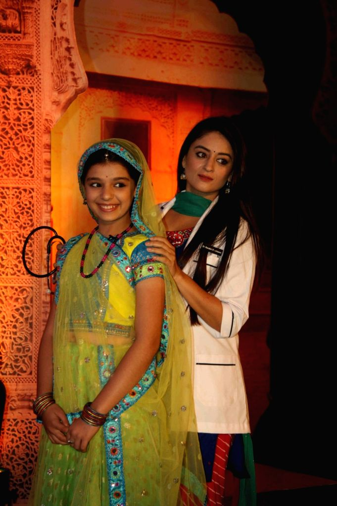Television actors Gracy Goswami and Mahhi Vij during the press conference of Colors TV Channel Serial Balika Vadhu - Lamhe Pyaar Ke, in Mumbai, on April 22, 2016. - Gracy Goswami and Mahhi Vij