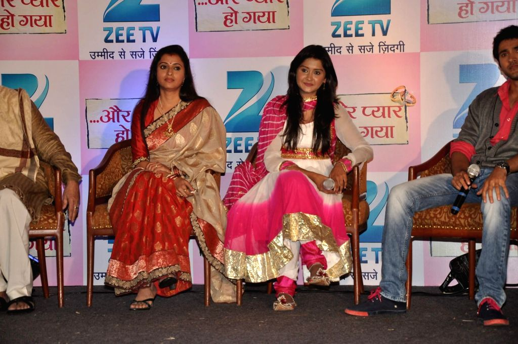 Television actors Kanchi Singh and Reena Kapoor during the press conference of Zee TV's new show, Aur Pyaar Ho Gaya in Mumbai on December 20, 2013. - Kanchi Singh and Reena Kapoor