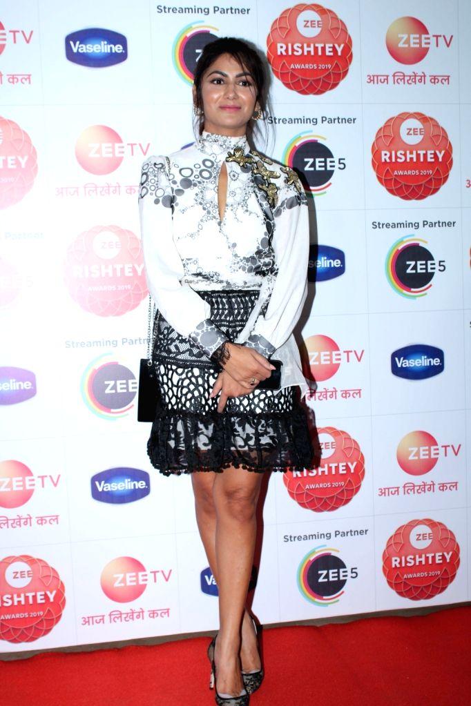 """Television actress Sriti Jha during the red carpet of the grand celebration of """"Zee Rishtey Awards"""" 2019 in Mumbai on Nov 16, 2019. - Sriti Jha"""