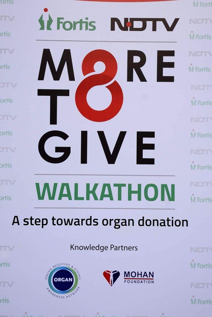 Television Host Manish Paul flags off Walkathon for Organ donation, in Mumbai on Nov 27, 2016.