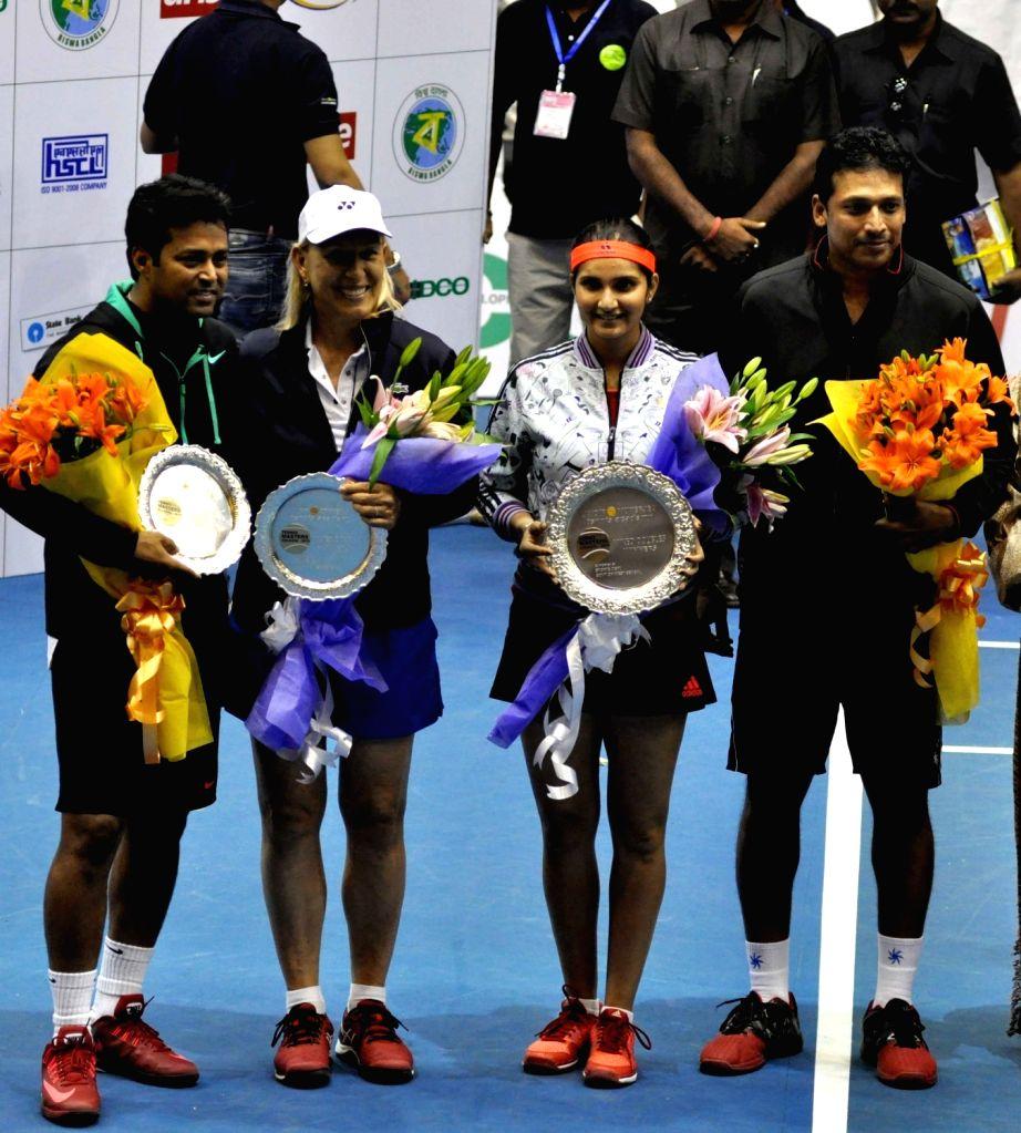 Tennis players Martina Navratilova, Sania Mirza, Mahesh Bhupathi, Leander Paes during a Champions Tennis League (CTL) match in Kolkata, on Nov 25, 2015. - Sania Mirza and Mahesh Bhupathi