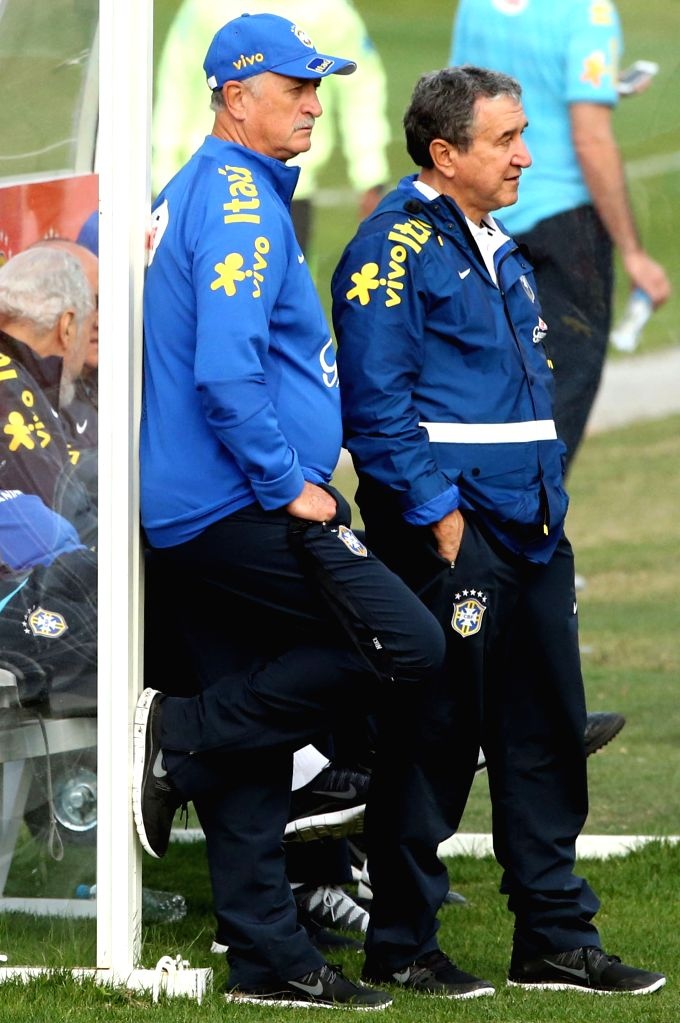 Luiz Felipe Scolari(L), head coach of the Brazilian national soccer team, takes part in a training session in Teresopolis, Brazil, on July 6, 2014. On Tuesday, ..