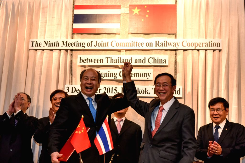 Thai Transport Minister Arkhom Termpittayapaisith (center R) and Deputy head of China's National Development and Reform Commission Wang Xiaotao (center L) hold hands ... - Arkhom Termpittayapa
