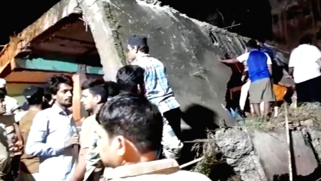 Thane building crash: 10 dead, 25 rescued.