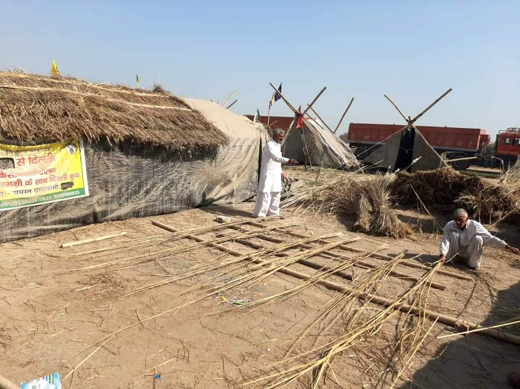 Thatched huts made by farmers at rajasthan haryana borders.