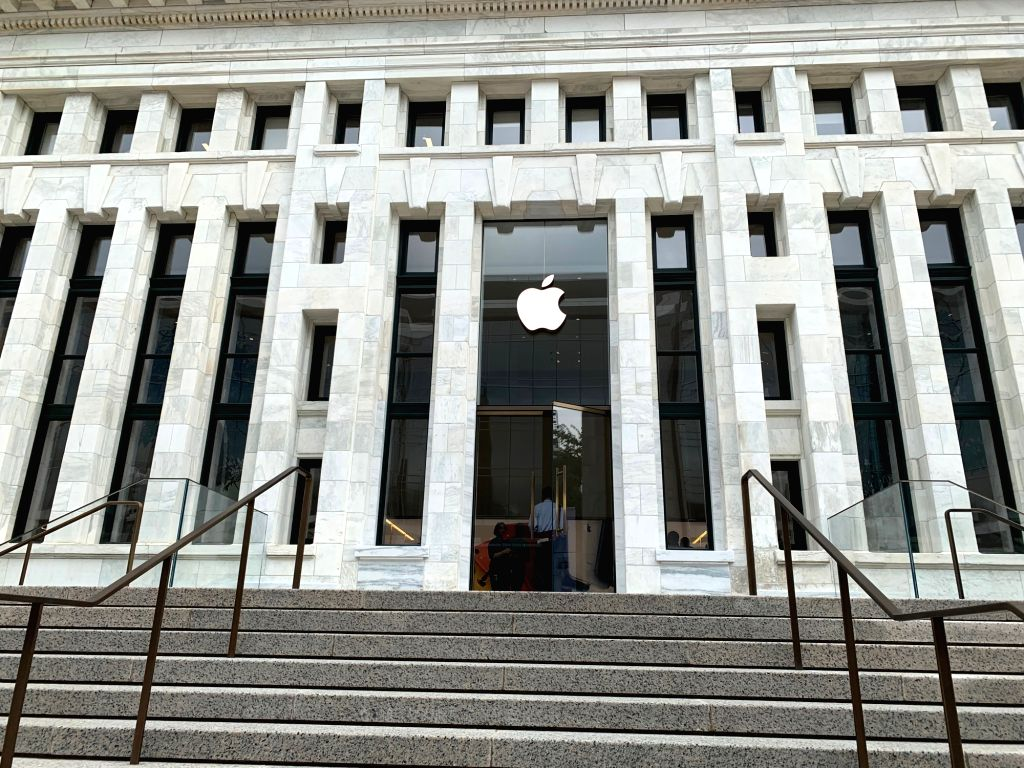 """The Apple Carnegie Library store in Washington DC, USA. Apple spent *neatly* $30 million to restore and revitalise historic Carnegie Library, a 1903 Beaux-Arts building at Mount Vernon Square in Washington, DC. Billed as """"Apple's most exte"""