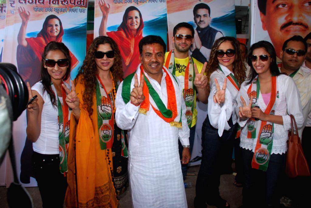 The Big Boss 2 contestants Elena Wadia, Sambhavana Seth and Zulfi Syed reunite and campaign for Sanjay Niupam in Borivli. - Sambhavana Seth