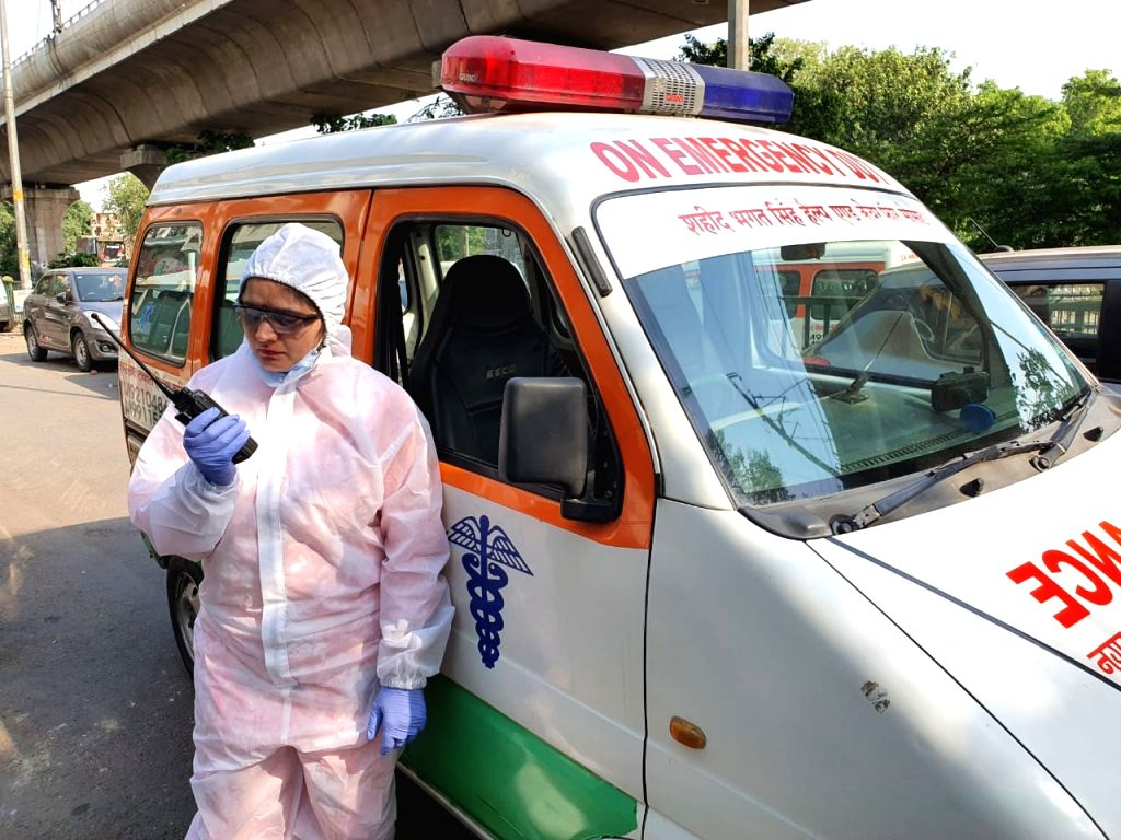 The country's first 'ambulance woman', serving Corona patients throughout the day despite suffering from cancer.