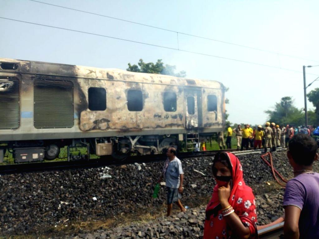 The damaged power car of New Delhi-Bhubaneswar Rajdhani Express that caught fire near Khantapara, Odisha on May 11, 2019.