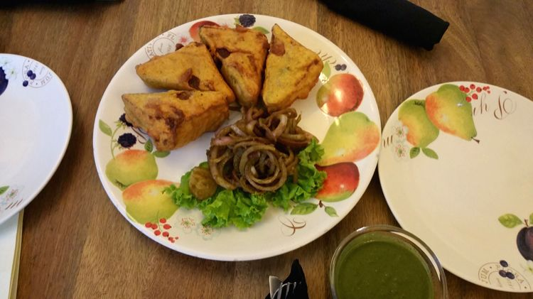 The Desi 'Bread Pakoras' served in cafe style