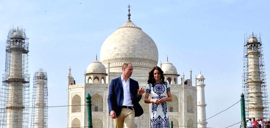 The Duke and Duchess of Cambridge, Prince William and Kate Middleton visit the Taj Mahal in Agra on April 16, 2016.