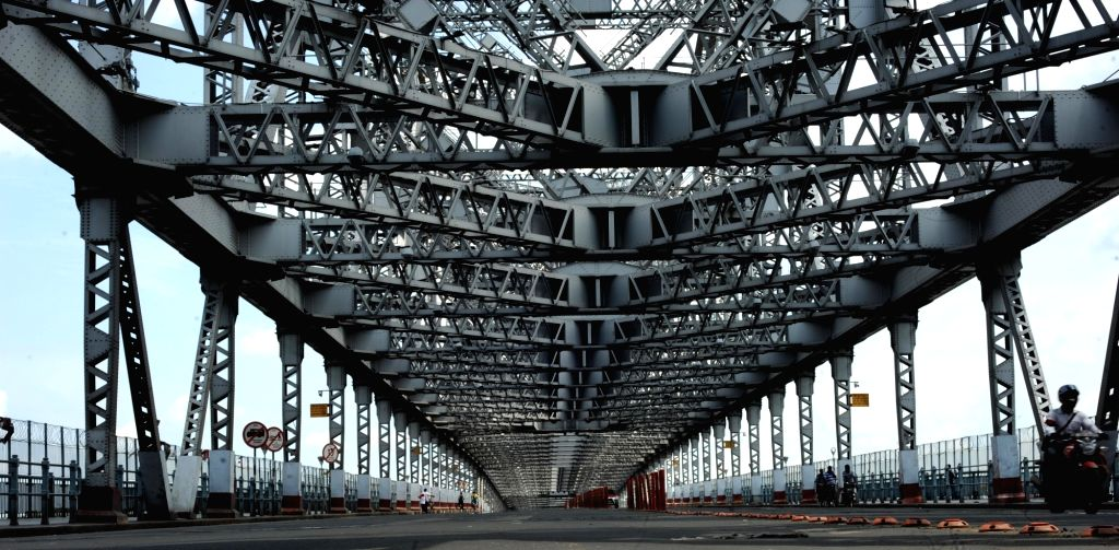 The Howrah Bridge bears a deserted look during the biweekly COVID-19 lockdown in Kolkata on Sep 11, 2020.