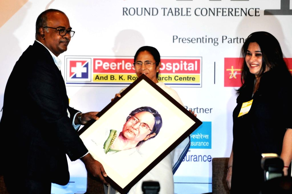 The Indian Express Editor Unni Rajen Shanker and General Manager Sales Sanghamitra Kumar along with West Bengal Chief Minister Mamata Banerjee during a Round table conference on ... - Mamata Banerjee