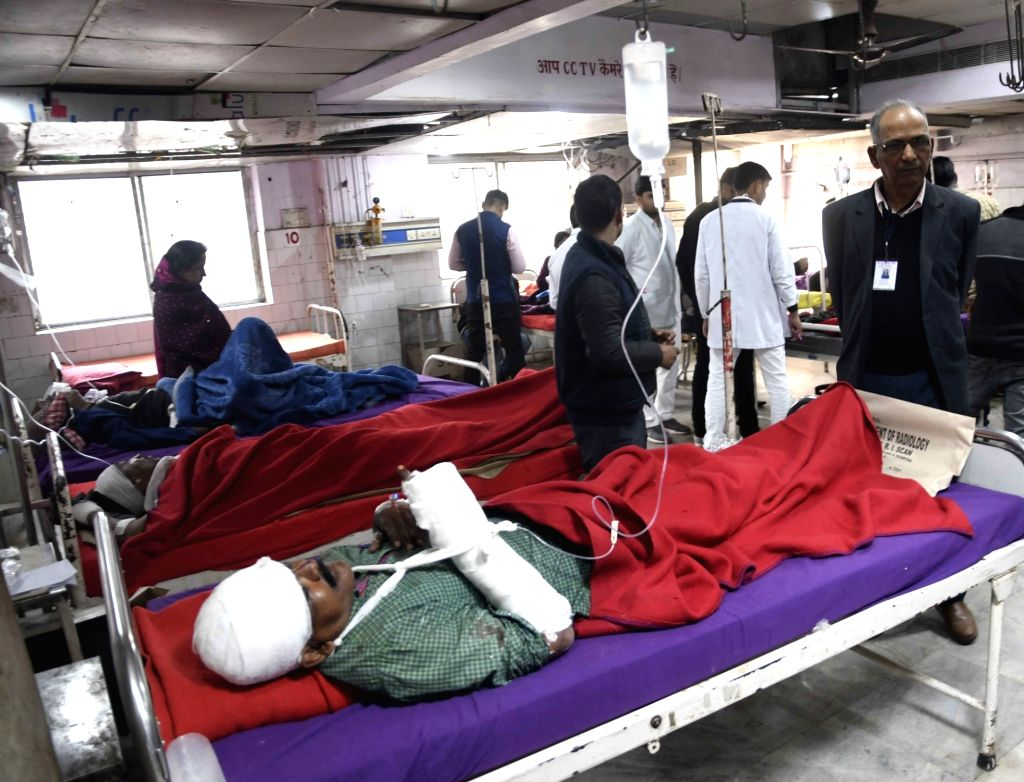 The injured passengers receiving treatment at Patna Medical College and Hospital after 11 coaches of the Delhi-bound Seemanchal Express derailed in Bihar's Vaishali district, on Feb 3, 2019.