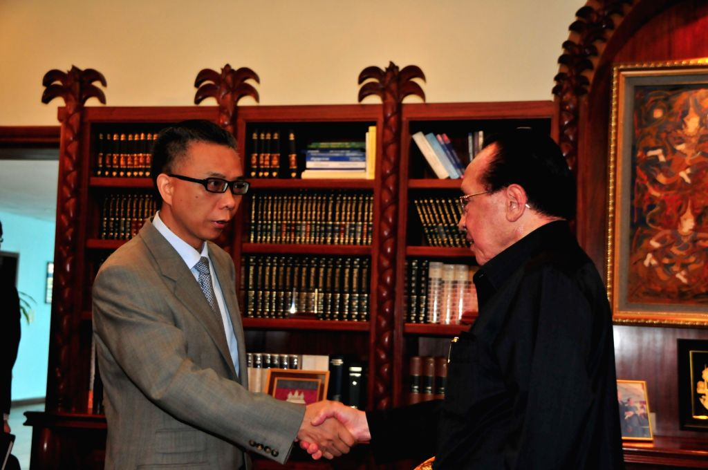 The Jakarta-based new Chinese Ambassador to the Association of Southeast Asian Nations (ASEAN) Xu Bu (L) shakes hands with Cambodian Deputy Prime Minister and ... - Hor Namhong