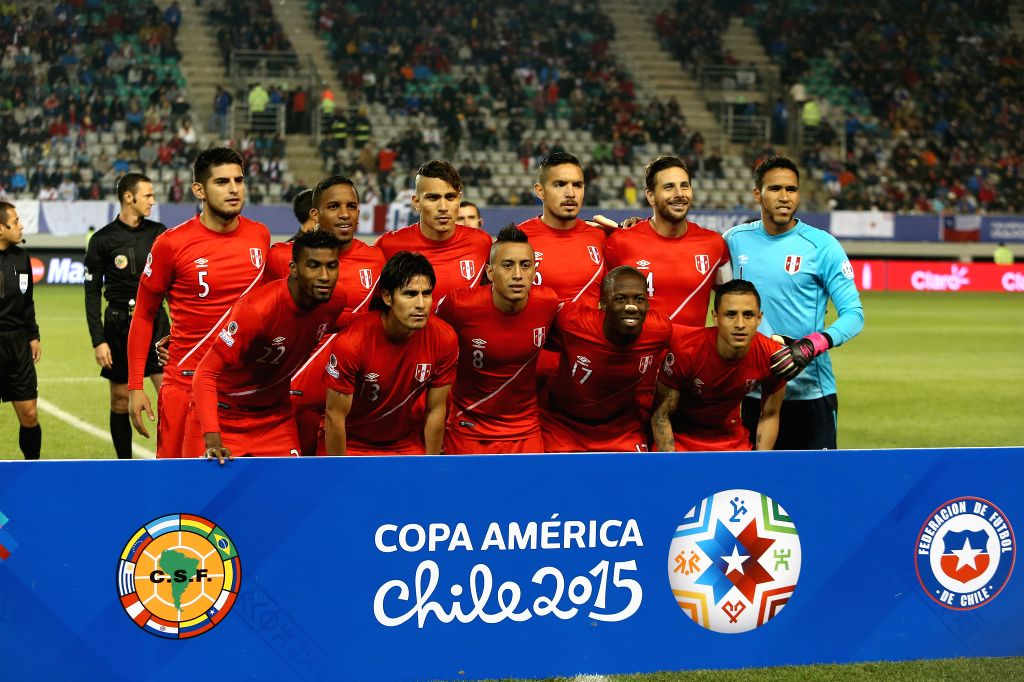 The lineup players of Peru pose ahead of the quarterfinal match against Bolivia at 2015 Copa America Chile in Temuco, Chile, on June 25, 2015. Peru beat Bolivia 3-1. ...