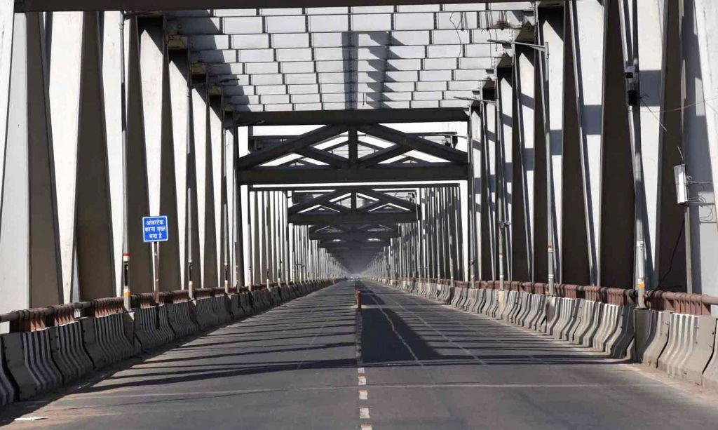 The Loknayak Jayaprakash Narayan Bridge bears a deserted look on Day 5 of the 21-day countrywide lockdown imposed to contain the spread of novel coronavirus, in Patna on March 29, 2020.