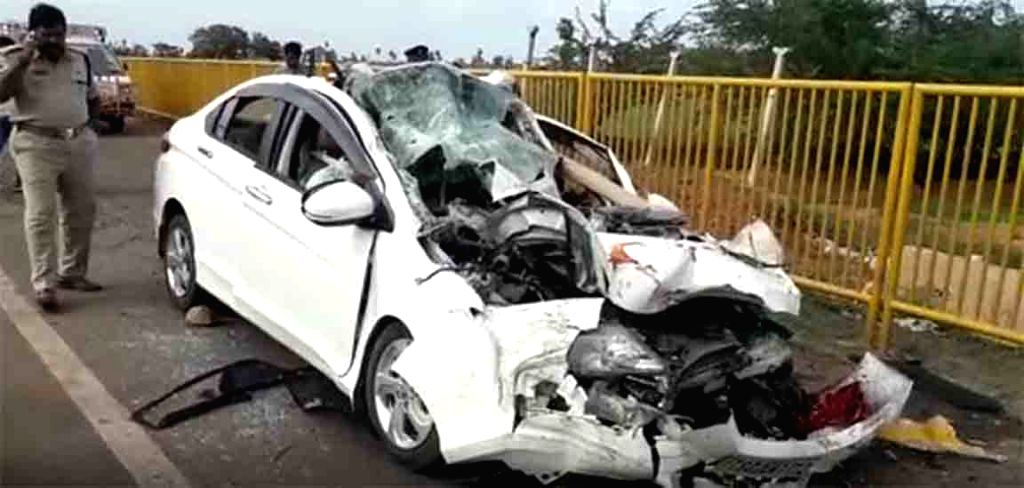 5 killed in road accident in Andhra's Ongole