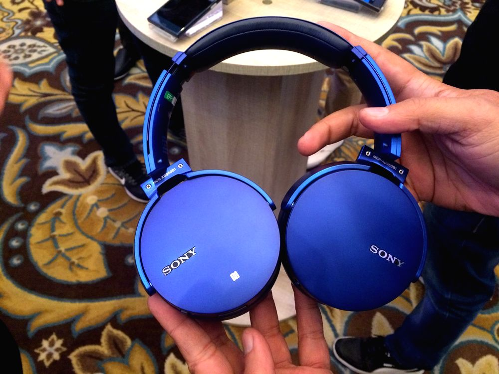 The MDR-XB950B1 is a premium wireless headphones made especially for EDM Music and serious music lovers.