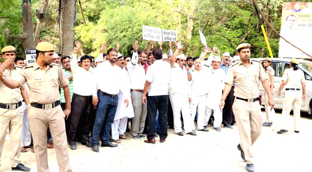 The members of All India Diamond Traders Association stage a demonstration to protest against the one percent excise duty proposed by Finance Minister Arun Jaitley in the 2016-17 national ... - Arun Jaitley