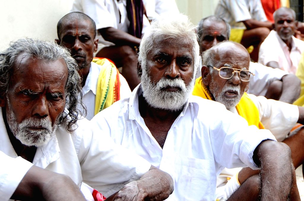 The members of Grama Kovil Poojarigal Peravai stage a demonstration to press for their various demands in Chennai on Oct 29, 2015.
