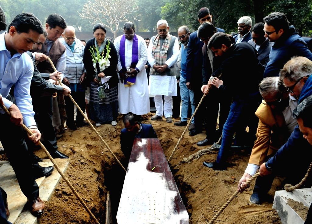 The mortal remains of Former Defence Minister George Fernandes being buried by his son Sean at the Christian cemetery on Prithviraj Road in New Delhi, on Feb 1, 2019. Also seen Bihar Chief ... - George Fernandes and Nitish Kumar