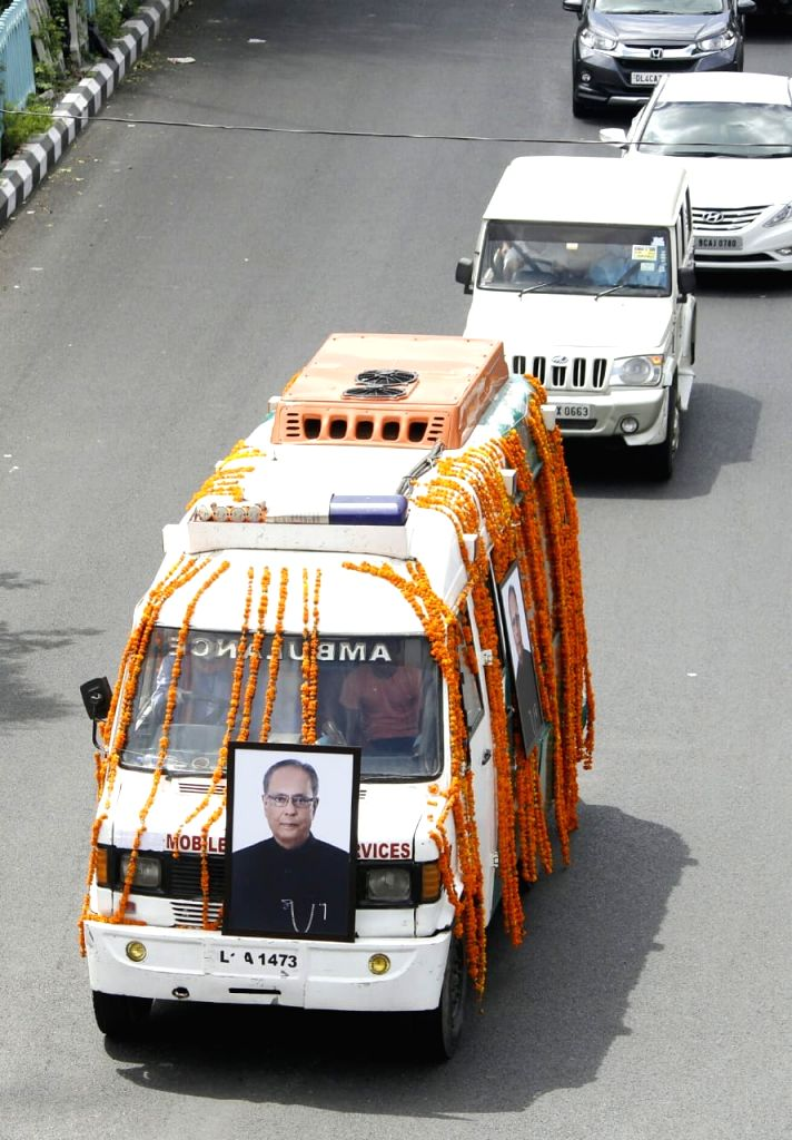 The mortal remains of Former President Pranab Mukherjee being taken to the Lodhi Road crematorium from his 10 Rajaji Marg residence under tight security, in New Delhi on Sep 1, 2020. - Pranab Mukherjee