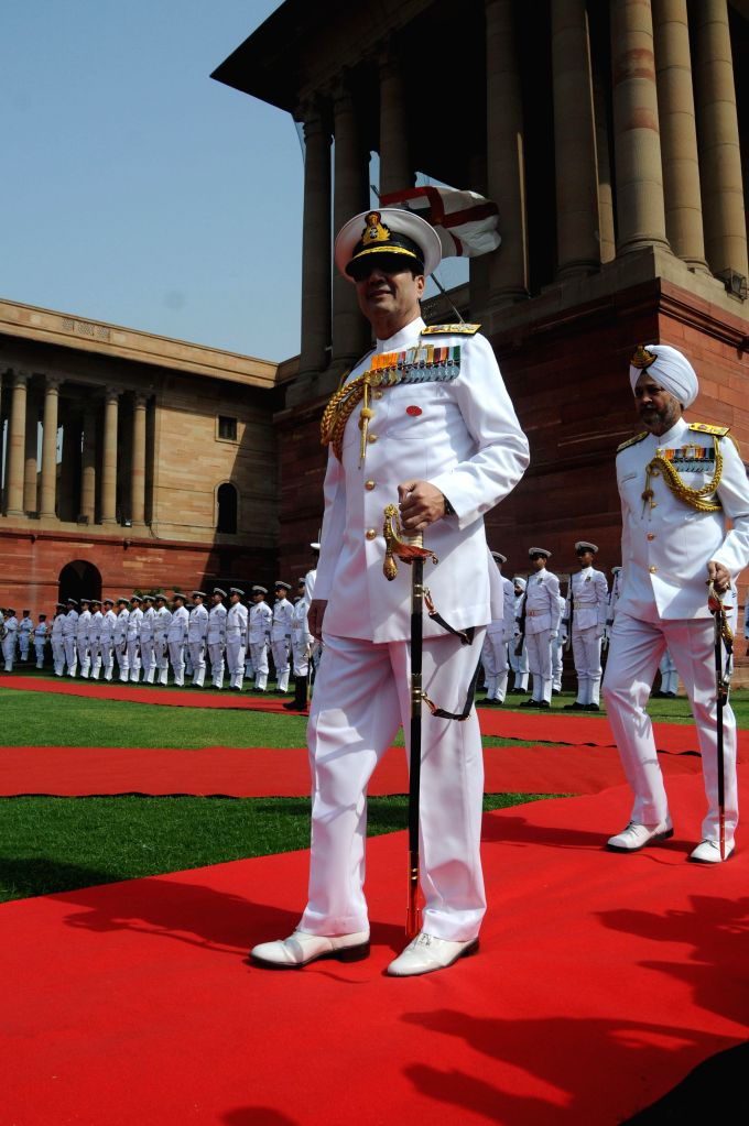 The new Chief of Naval Staff, Admiral Rabinder Kumar Dhowan inspect Guard of Honour in New Delhi on April 17, 2014. - Rabinder Kumar Dhowan