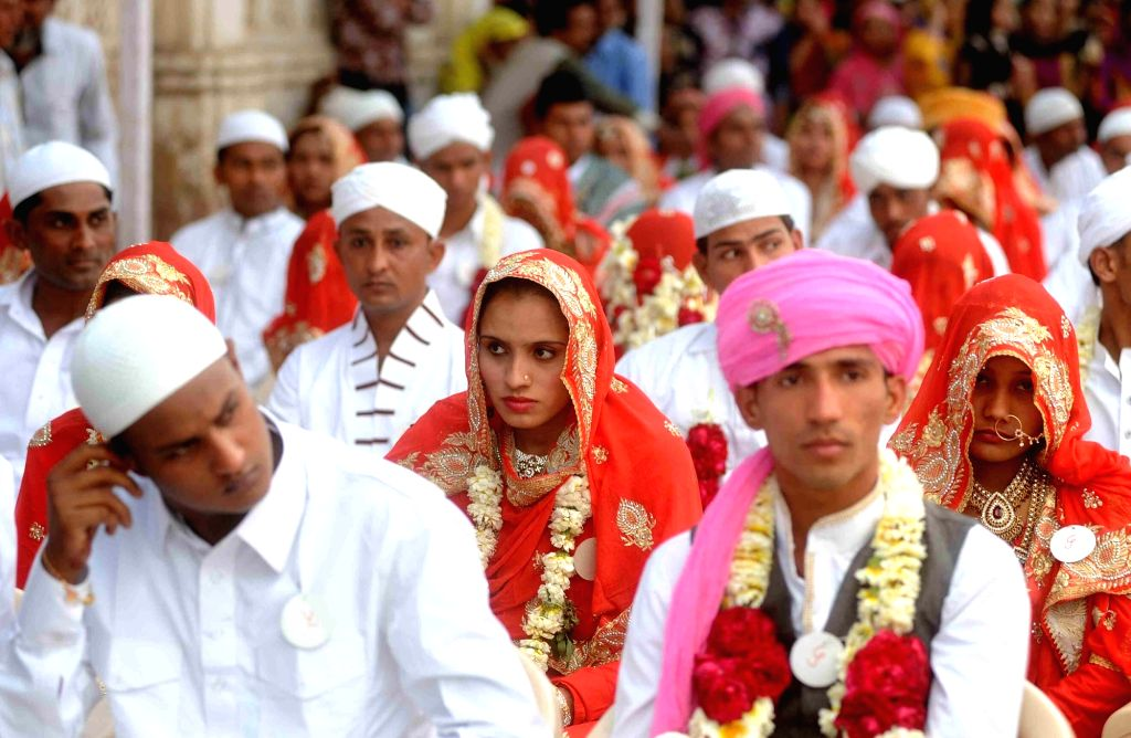 The newlywed couples during a mass marriage organised by the Hussaini Vaqf Committee in Ahmedabad on Jan 22, 2016.