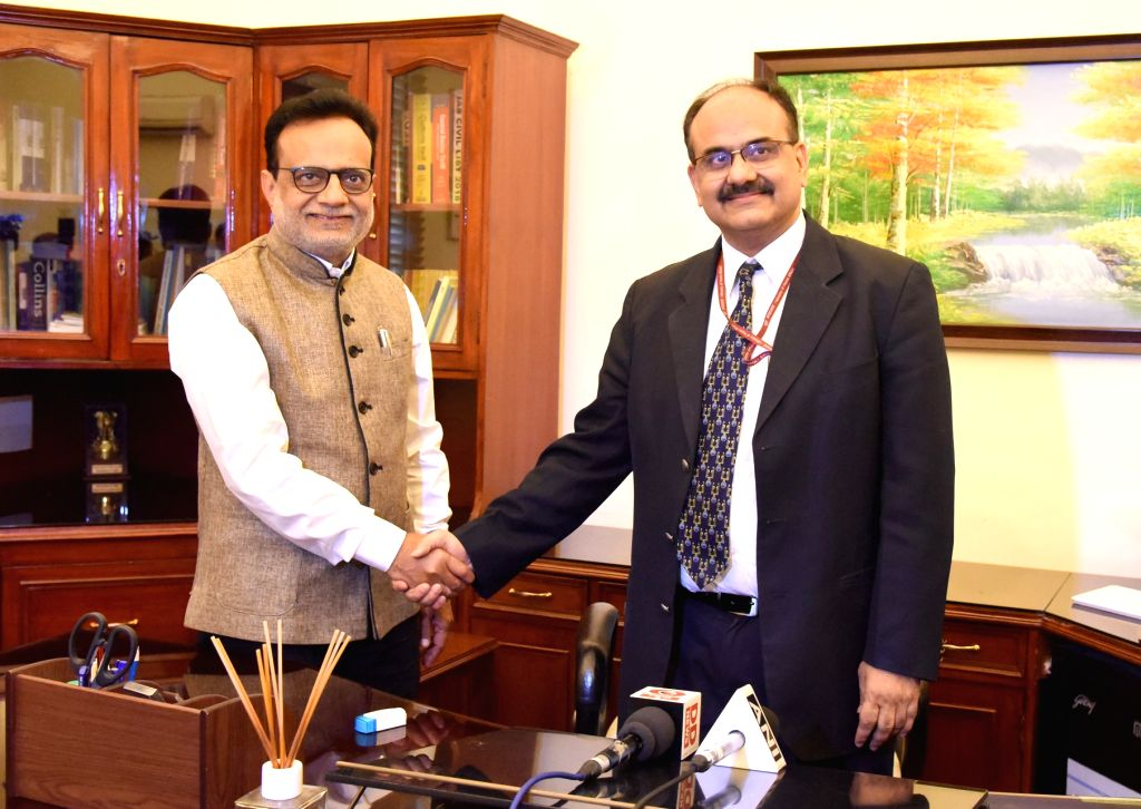 The outgoing Finance Secretary and Revenue Secretary, Dr. Hasmukh Adhia welcomes the new Union Revenue Secretary Dr. Ajay Bhushan Pandey, in New Delhi on Nov 30, 2018. - Ajay Bhushan Pandey