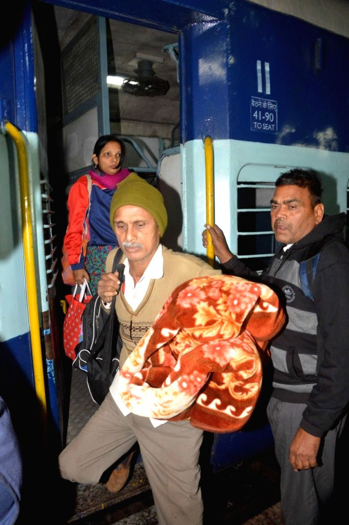 The passengers of derailed Indore-Patna Express arrive at Patna Junction railway station on Nov. 21, 2016.