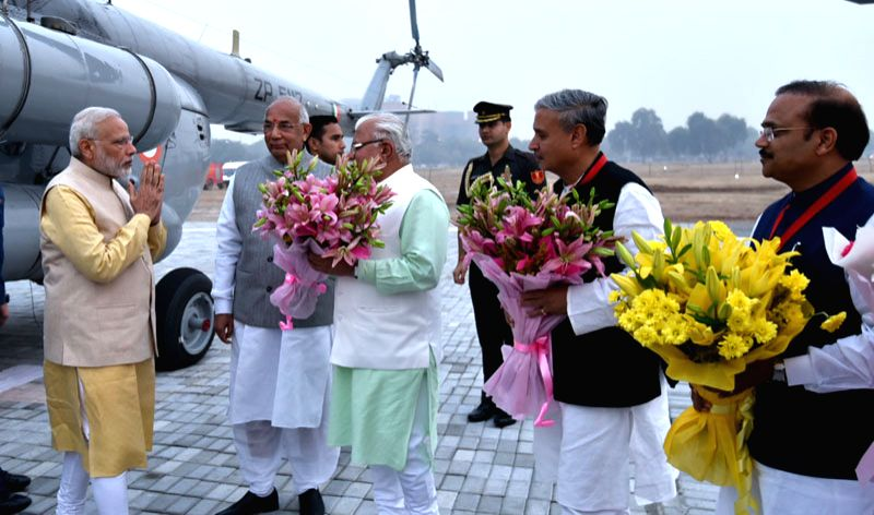 The Prime Minister,  Narendra Modi on Tuesday arrives in Gurgaon for Haryana Swarna Jayanti Celebrations, in Haryana on November 01, 2016. The Governor of Haryana,  Kaptan Singh Solanki, the Chief ... - Narendra Modi and Kaptan Singh Solanki