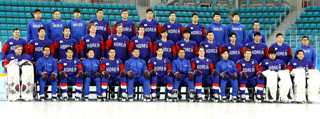 The South Korean men's ice hockey team, led by Jim Paek (6th from L, front row), poses for a photo during a training session at Gangneung Hockey Center in Gangneung on Feb. 12, 2018, ahead ...