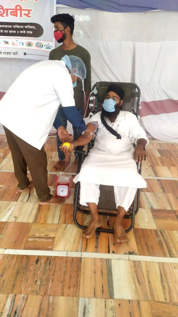 The Students Islamic Organisation (SIO) Maharashtra South organised a blood donation camp in the Takiya Masjid, Beed, on Ramzan-eve, and collected 150-units of blood,Tuesday April 13th, 2021.